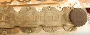 Течь масла из-под клапанной крышки: причины и способы устранения