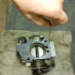 Глохнет двигатель при торможении когда водитель выжимает сцепление