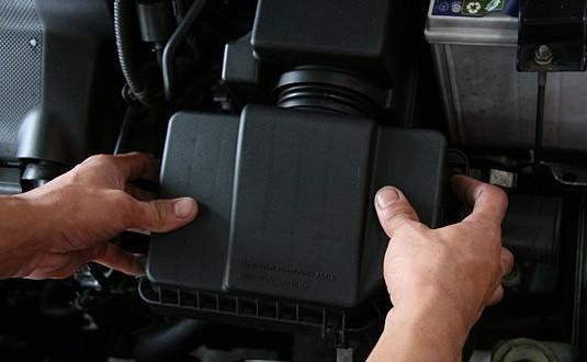 Как самому заменить воздушный фильтр двигателя