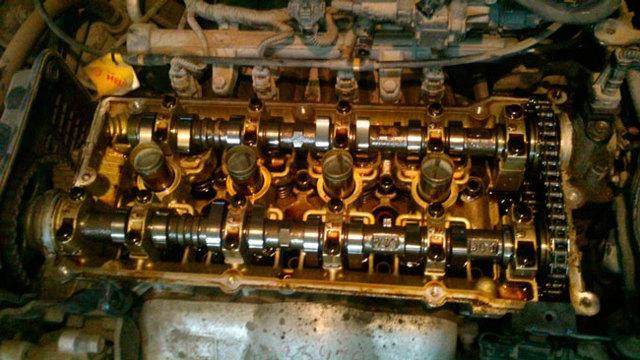 Когда доливать масло в двигатель и как это правильно делать: на холодный или горячий мотор