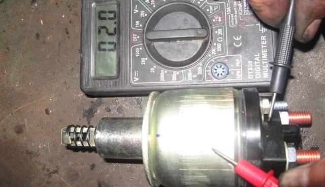 Магнитола отключается при заводке двигателя: причины выключения ГУ