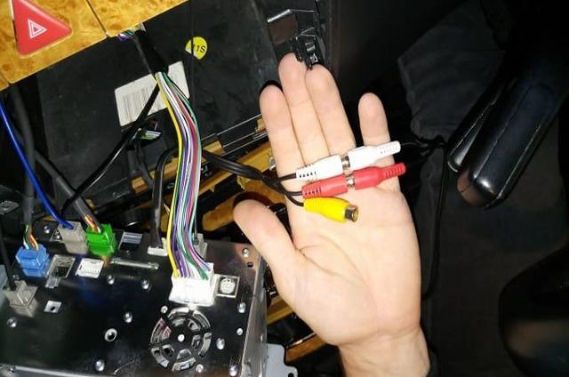 Аукс кабель (aux) для автомагнитолы и выход Аукс: что нужно знать