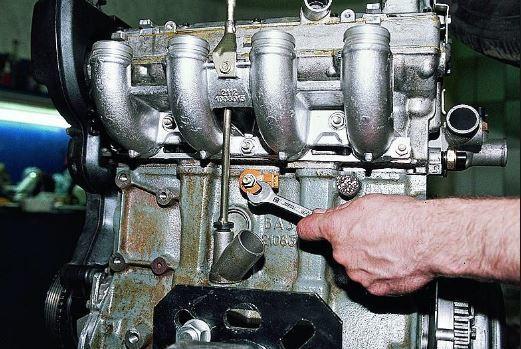 Почему стучат пальцы в двигателе при разгоне автомобиля