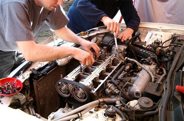 Почему двигатель заводится и глохнет: основные причины