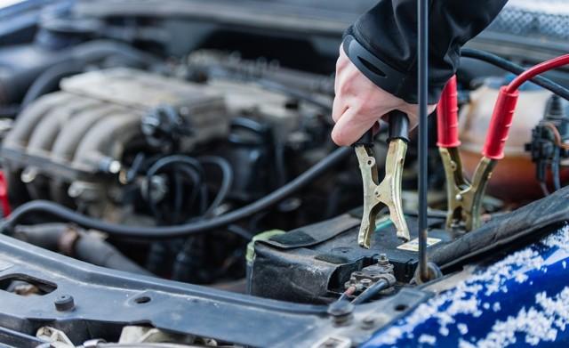 Как прикурить автомобиль правильно от другого автомобиля: что нужно знать