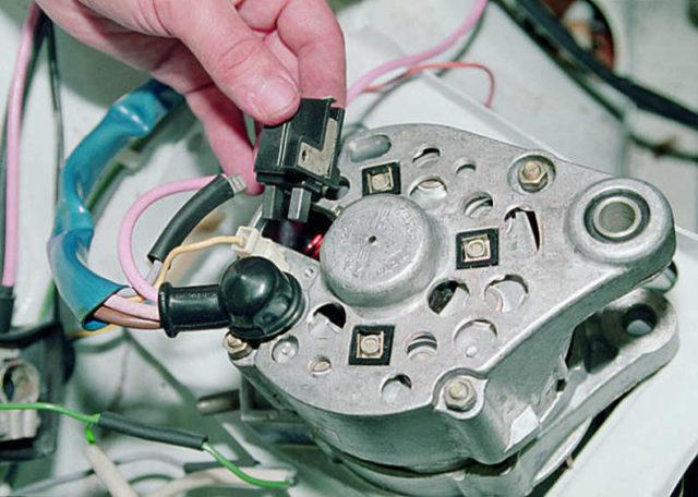 Загорелась лампочка аккумулятора: причины, диагностика и ремонт
