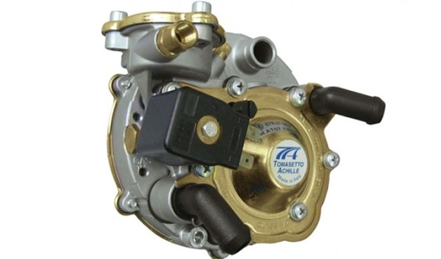 Почему на газу троит двигатель: основные причины неисправности