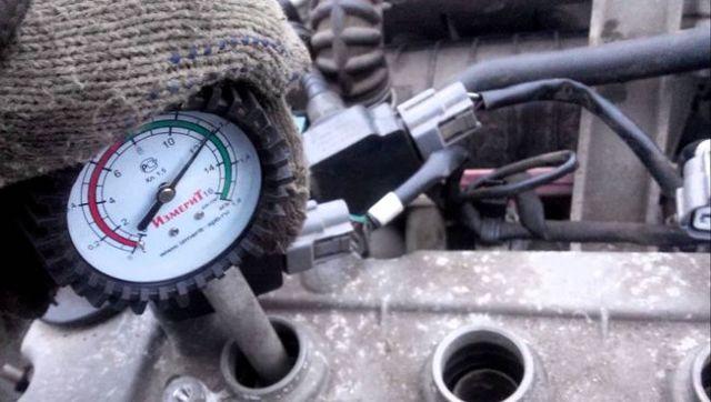 Дымит двигатель: как понять, кольца или колпачки