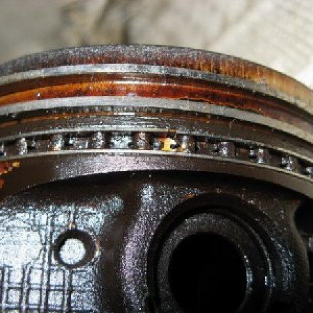 Почему повысился уровень масла в двигателе: основные причины