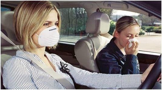 Пахнет бензином при запуске двигателя: что делать водителю