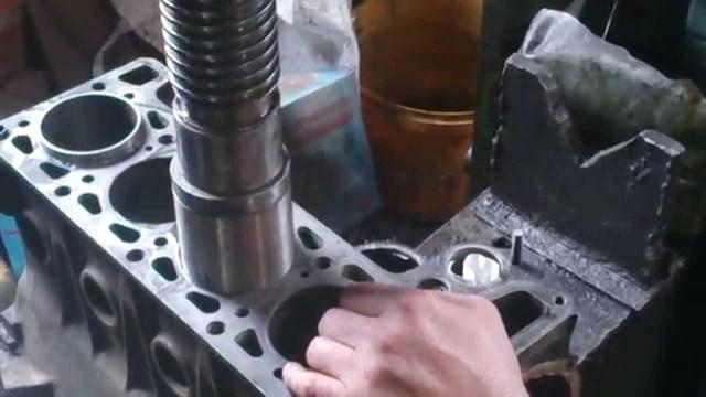 Причины попадания масла в систему охлаждения двигателя