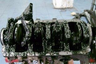 Моторное масло попадает в цилиндры: почему так происходит