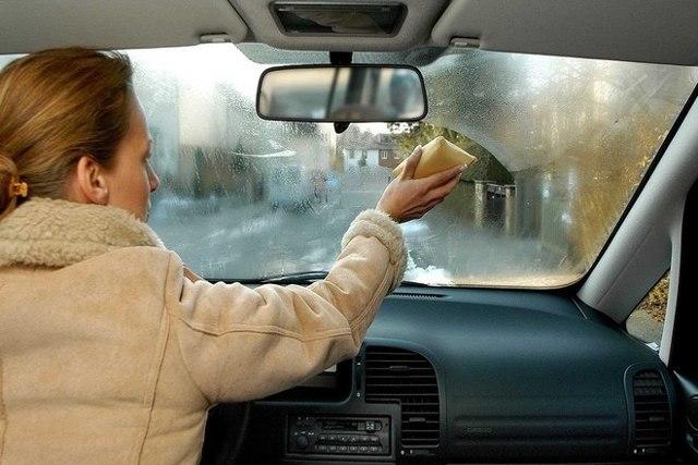 Потеют окна в машине: что делать и как устранить запотевание стекол автомобиля