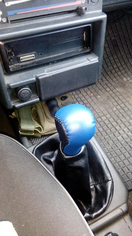 Замена чехла на рычаге коробки передач: как поменять чехол КПП своими руками