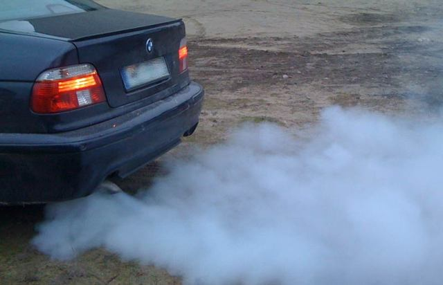 Черный дым при запуске холодного двигателя: причины и решение проблемы