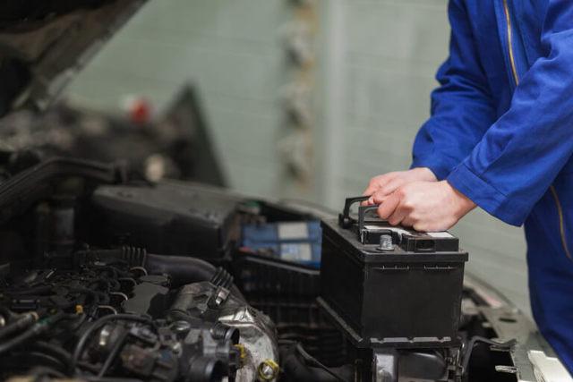 Напряжение аккумулятора автомобиля при работающем двигателе: какое должно быть и как проверить