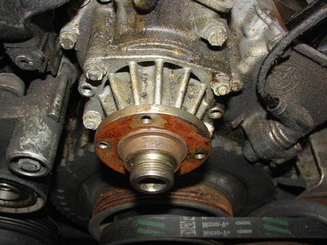 Как проверить помпу не снимая с двигателя своими руками