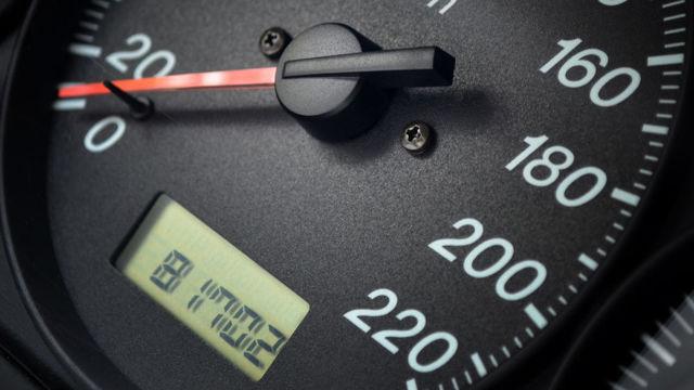 Ресурс масла в двигателе: что влияет на интервал замены