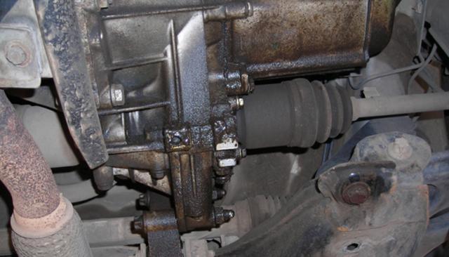 Течь масла из коробки передач: причины и ремонт