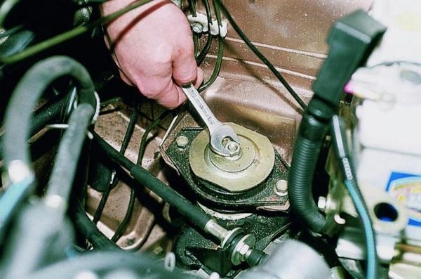 Вибрация двигателя на малых оборотах и холостом ходу: основные причины