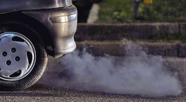 По каким причинам дизель дымит сизым или синим дымом