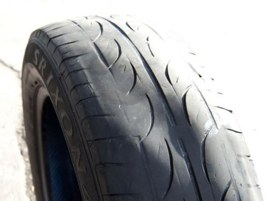 Износ шин автомобиля: индикатор износа и причины быстрого износа колес