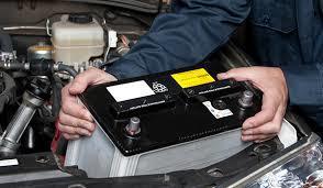 Обслуживание АКБ, как снять клемму с аккумулятора на работающем и заглушенном двигателе: порядок действий