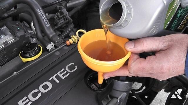 Как поменять масло в двигателе самому