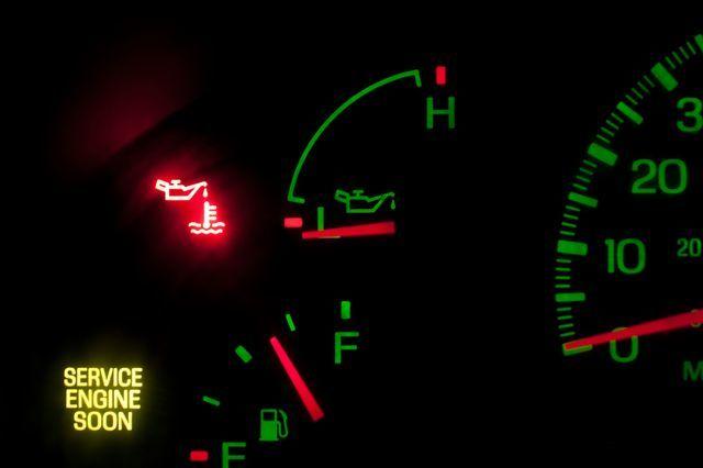 Как проверить давление масла в двигателе и каким оно должно быть
