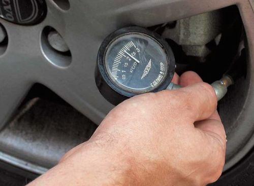 Какое давление в шинах автомобиля должно быть летом и зимой: что нужно знать