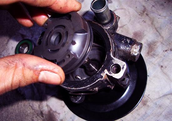 Гудит ГУР на холодную или постоянно: причины и ремонт гидроусилителя рулевого управления