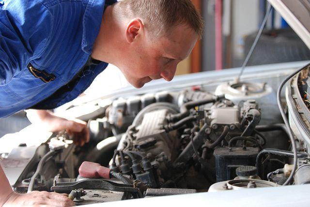 Как узнать, троит двигатель или нет: признаки и причины троения мотора